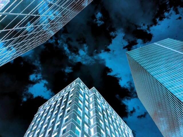 大都会に漂う不穏な空気