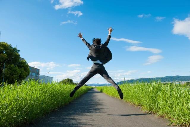 試験に合格して喜びを表す