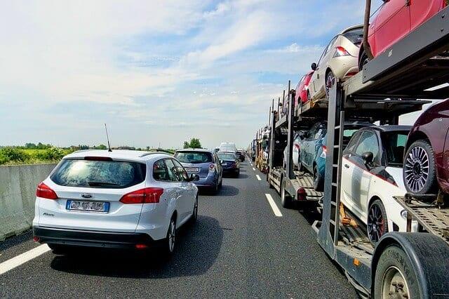 渋滞で車間距離が取れていない様子