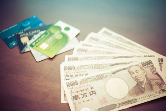 経費を安く抑えられるクレジットカードはどれかな?