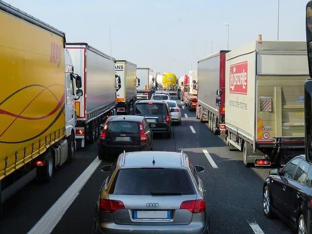 交通事故で渋滞