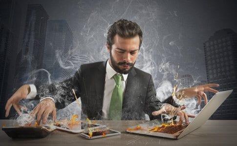 働き過ぎのビジネスマン